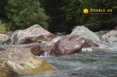 Sernf umspült die Gesteine der Lochsiten